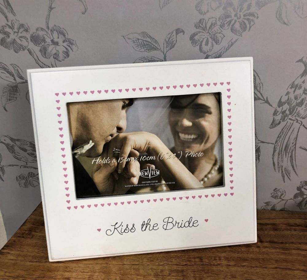 "Kiss The Bride White & Pink Wood Heart Frame Gift Photo size 6"" x 4"""